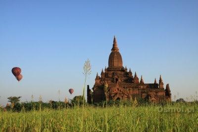 Świątynia w Bagan wczesnym porankiem