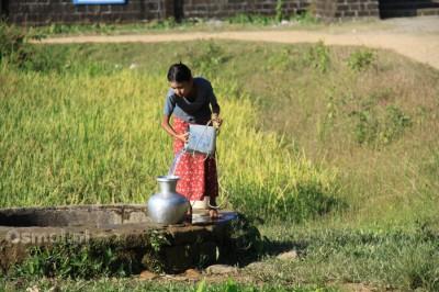 Dziewczyna u studni