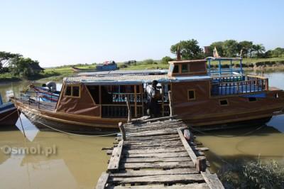 Łódka którą płynąłem do Mrauk U w Birmie