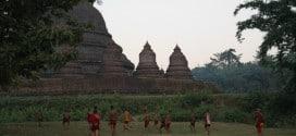 Młodzi mnisi po nauce i modlitwach, a także przed nimi :) robią to, co robią wszyscy młodzi ludzie. Bawią się. W piłkę nożną gra się wszędzie.