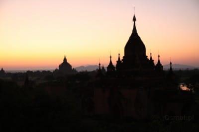 Bagan - Birma. Świt nad Baganem