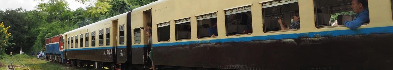 Pociąg w Birmie jedzie wolno, spóźnia się, ale kiedyś dojeżdża