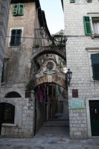 Kotor uliczka wiodąca na mury