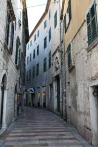 Kotor - wąskie uliczki miasta