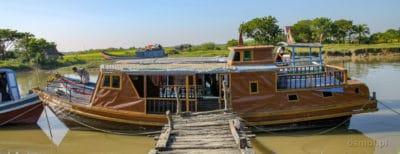 Łódź jaką płynie się z Sittwe do Mrauk U