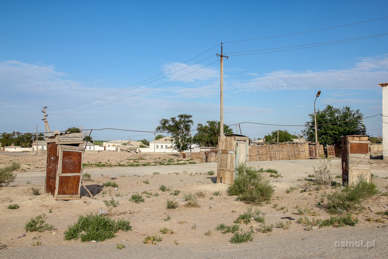 Ubikacje koło nielicznych, pozostałych domów w Mujniaku