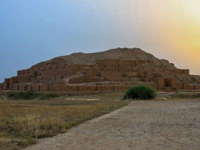 Czoga Zanbil w Iranie. Dawna świątynia Elamitów