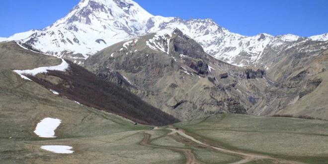 Widok na Kazbek z Cminda Sameba
