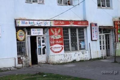 Sklep w Kazbegi. Gruzja. Google market