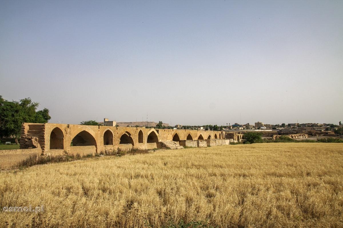 Most band e shadervan w Shushtar zbudowany przez rzymskich więźniów w III wieku naszej ery