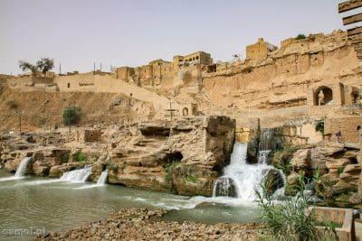 Młyny wodne niegdyś zapewniały Shushtar dostatek. Było ich tu pond trzydzieści. Szach wybudował tu także elektrownię wodną, której pozostałości też możemy obejrzeć