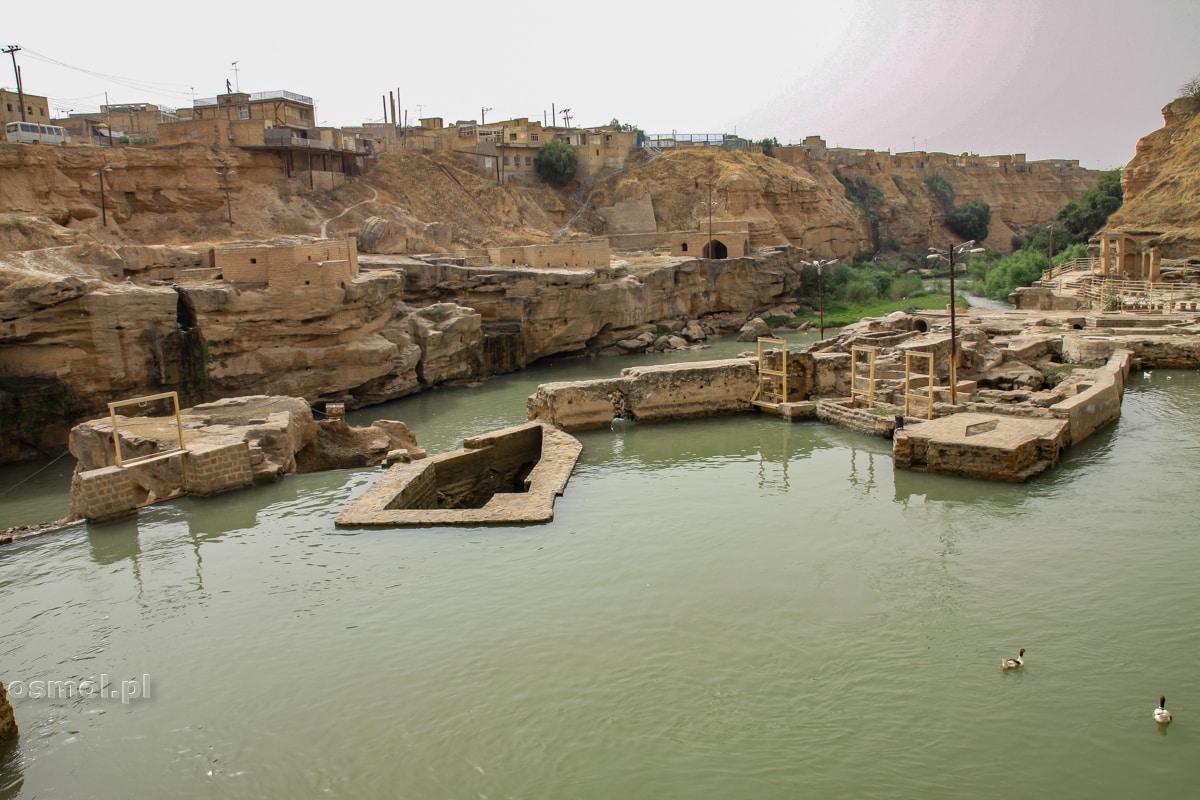 Shushtar. Pozostałości starego systemu hydrologicznego zbudowanego przez rzymskich więźniów. Jeńców wojennych