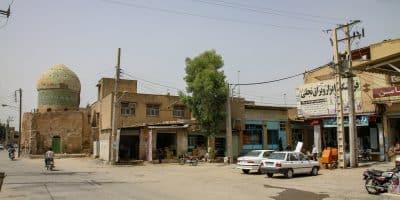 Shushtar. Jedna z bocznych ulic ze starym meczetem