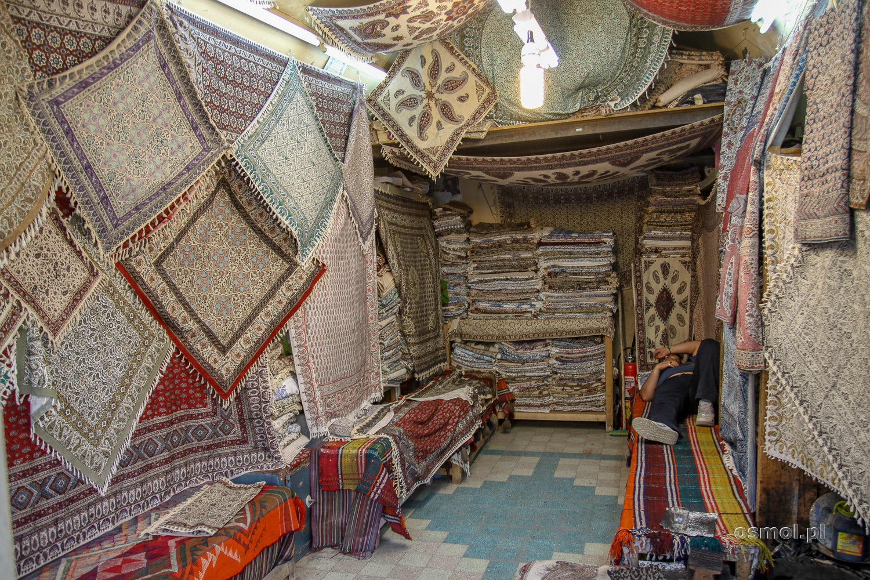 Sklep z dywanami i kobiercami w Iranie