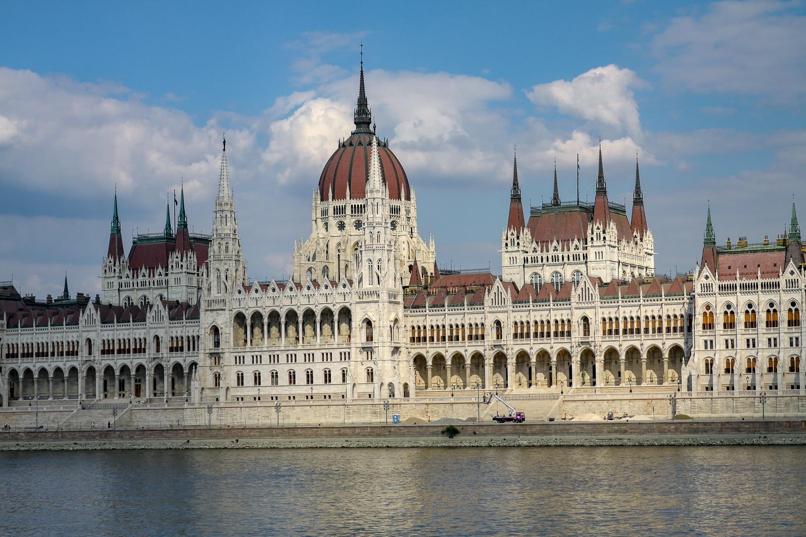 Gmach parlamentu. Główny symbol Budapesztu
