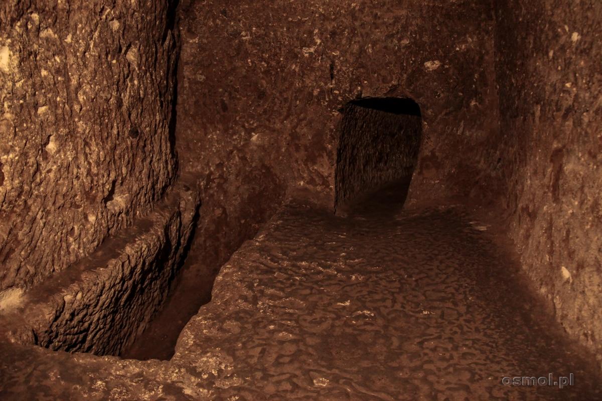 Jedna z podziemnych komór w Derinkuyu
