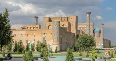 Widok na Registan w Samarkandzie