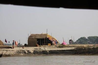 Tak nad rzeką żyją zwykli mieszkańcy Birmy