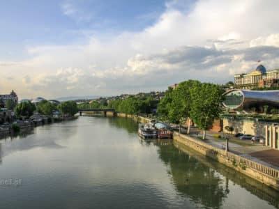 Widok na rzekę w Tbilisi