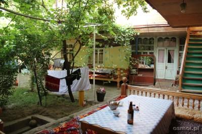 Uzbekistan - dziedziniec hostelu Bahodir