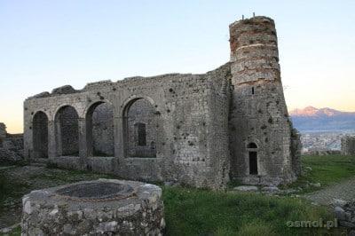 Malownicze ruiny w Twierdzy Rozafa, wieczorem po sezonie można je mieć dla siebie