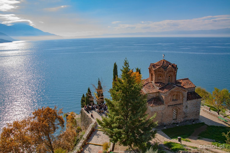 Widok na Jezioro Ochrydzkie i cerkiew św. Jana Teologa w Kaneo