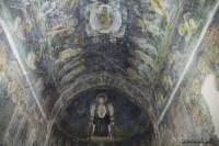 W świątyni przetrwało niewiele fresków, jednak te które oglądamy robią wrażenie. Warto spędzić jakiś czas z głową zadartą w górę i podziwiać prace dawnych twórców