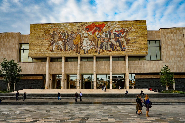 Gmach Muzeum Narodowego w Tiranie