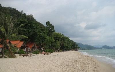 Koh Chang ma wiele plaż, obok najpiękniejszych prawie zawsze są jakieś ośrodki wczasowe