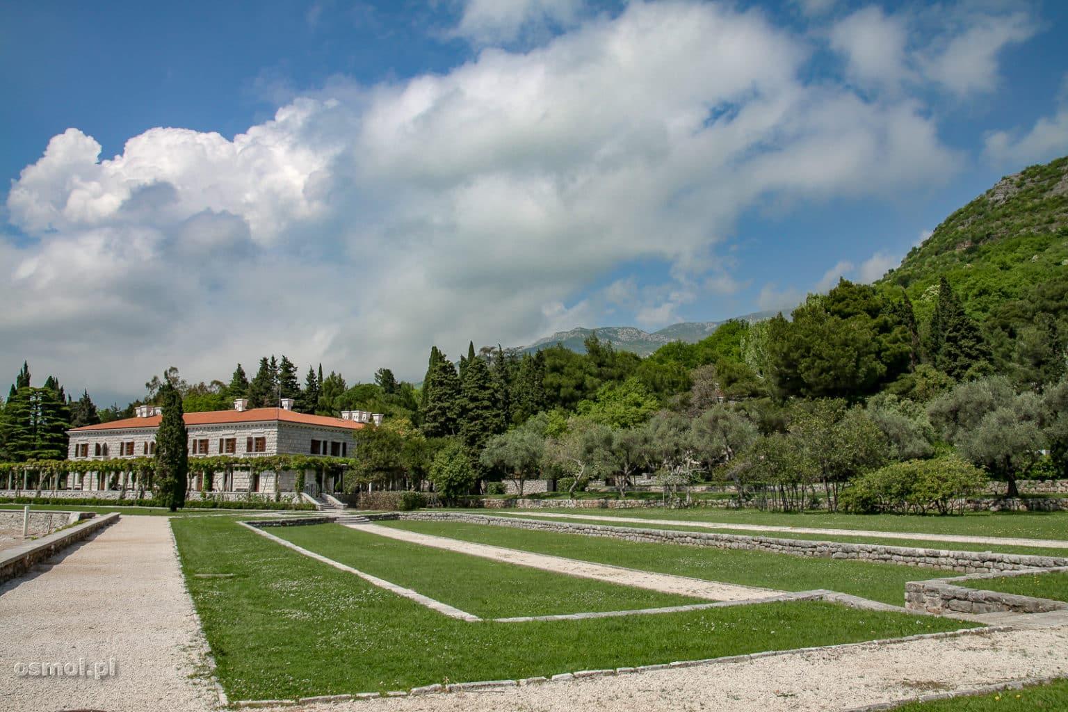 Okolice wyspy Święty Stefan w Czarnogórze