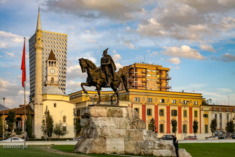 Tirana - Plac Skanderberga - główny plac Stolicy Albanii.