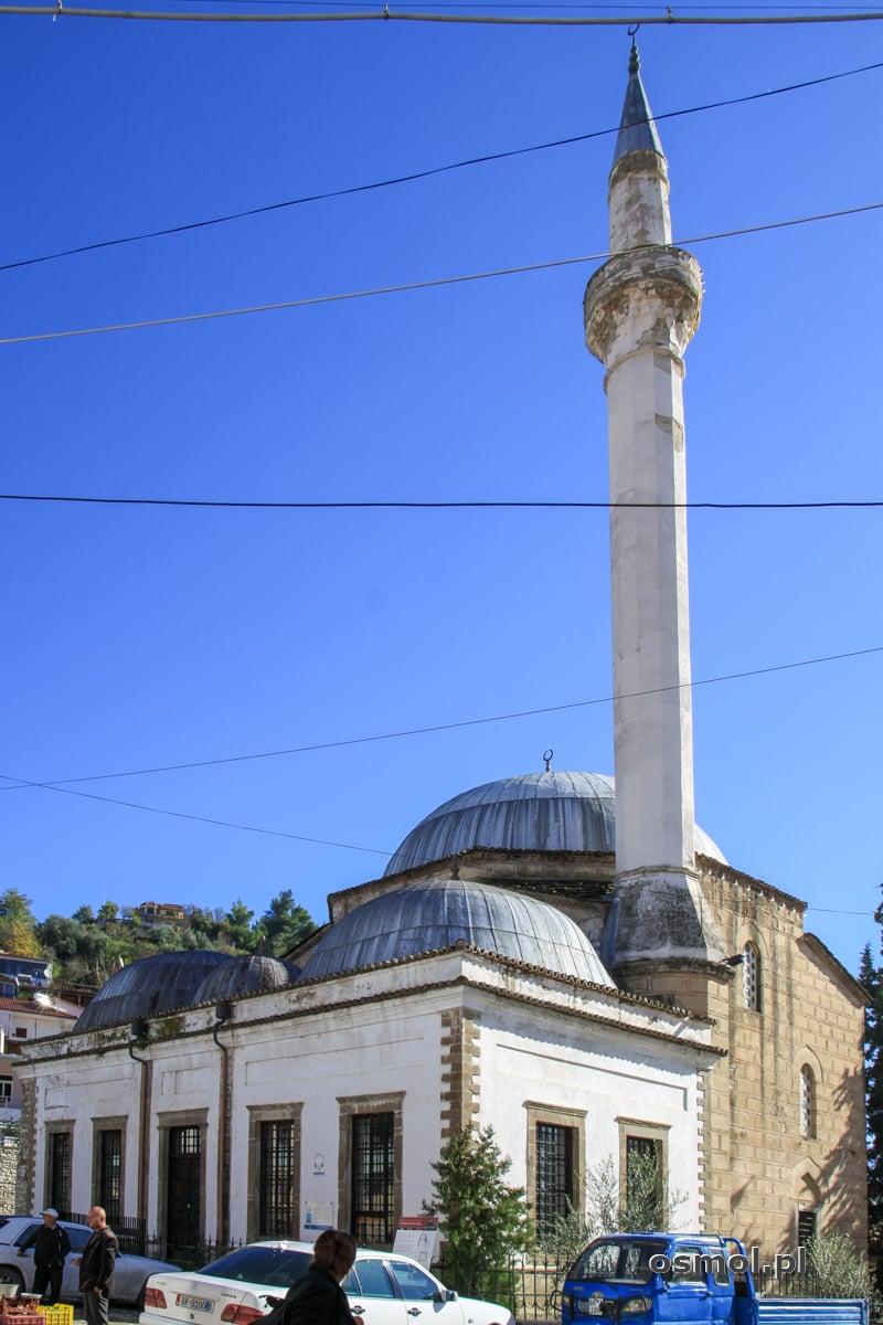 Ołowiany meczet w Beracie. Nazwa wzięła się oczywiście od ołowianych kopuł świątyni