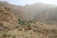 Widok na Czak Czak. Położona na wzniesieniu świątynia, otoczona jest miejscami noclegowymi dla Zoroastrian