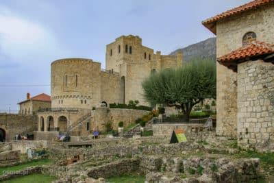 Odbudowany zamek w Kruji blisko Tirany