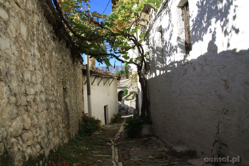 W uliczkach Beratu trudno się zgubić, mimo że są kręte. I strome :)