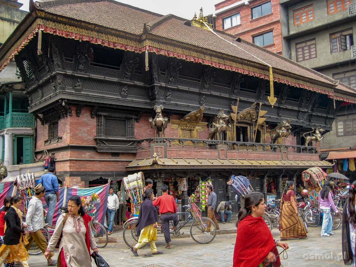 Przed jedną ze świątyń Kathmandu