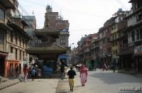 Patan zwyczajna ulica z zagubionymi i nie tak dobrze utrzymanymi świątyniami