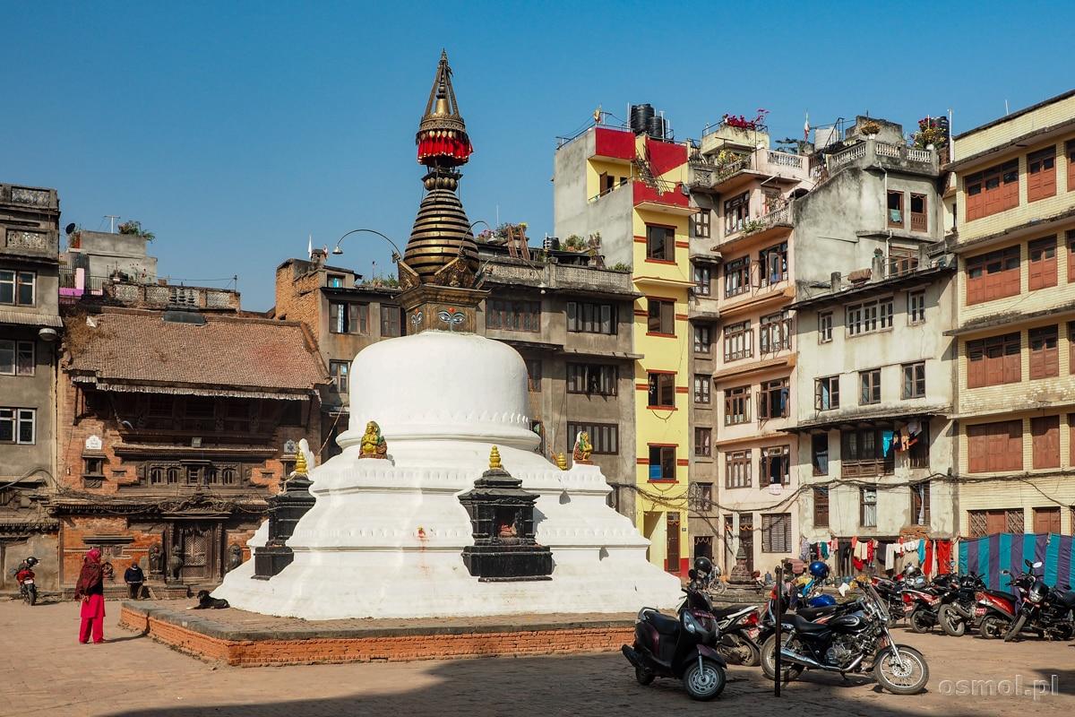 Stupa na jednym z placów w Kathmandu
