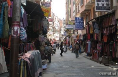 Wąskie uliczki zawsze zajęte są przez handlarzy