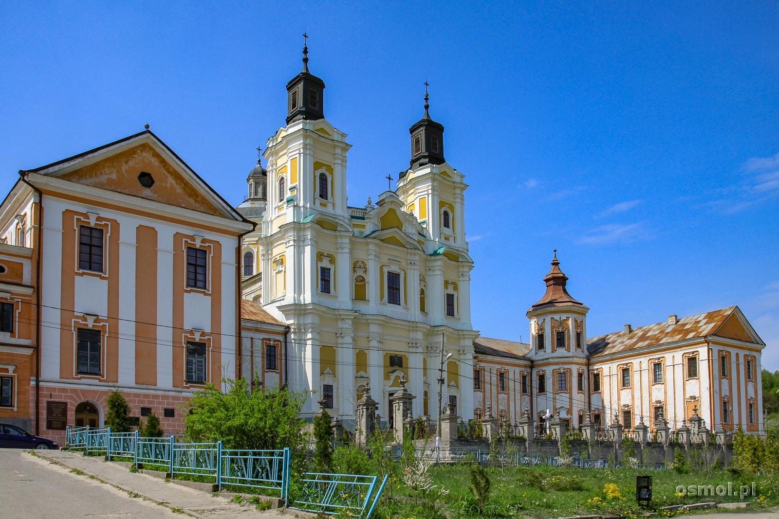 Liceum Wołyńskie w Krzemieńcu, które później zmieniło nazwę na Liceum Krzemienieckie. Liceum i kościół Jezuitów stanowią jeden kompleks