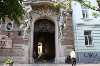 Kasyno szlacheckie we Lwowie. Wejście do kasyna