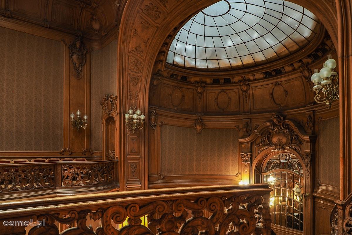 Widok na boczną ścianę i świetlik nad schodami Kasyna Szlacheckiego