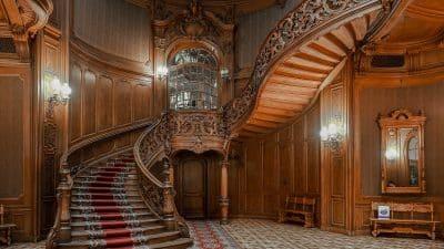 Kasyno szlacheckie we Lwowie. Ich najbardziej znanym częściej są piękne schody