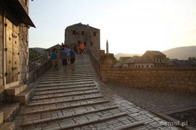 Wejście na Stary Most w Mostarze