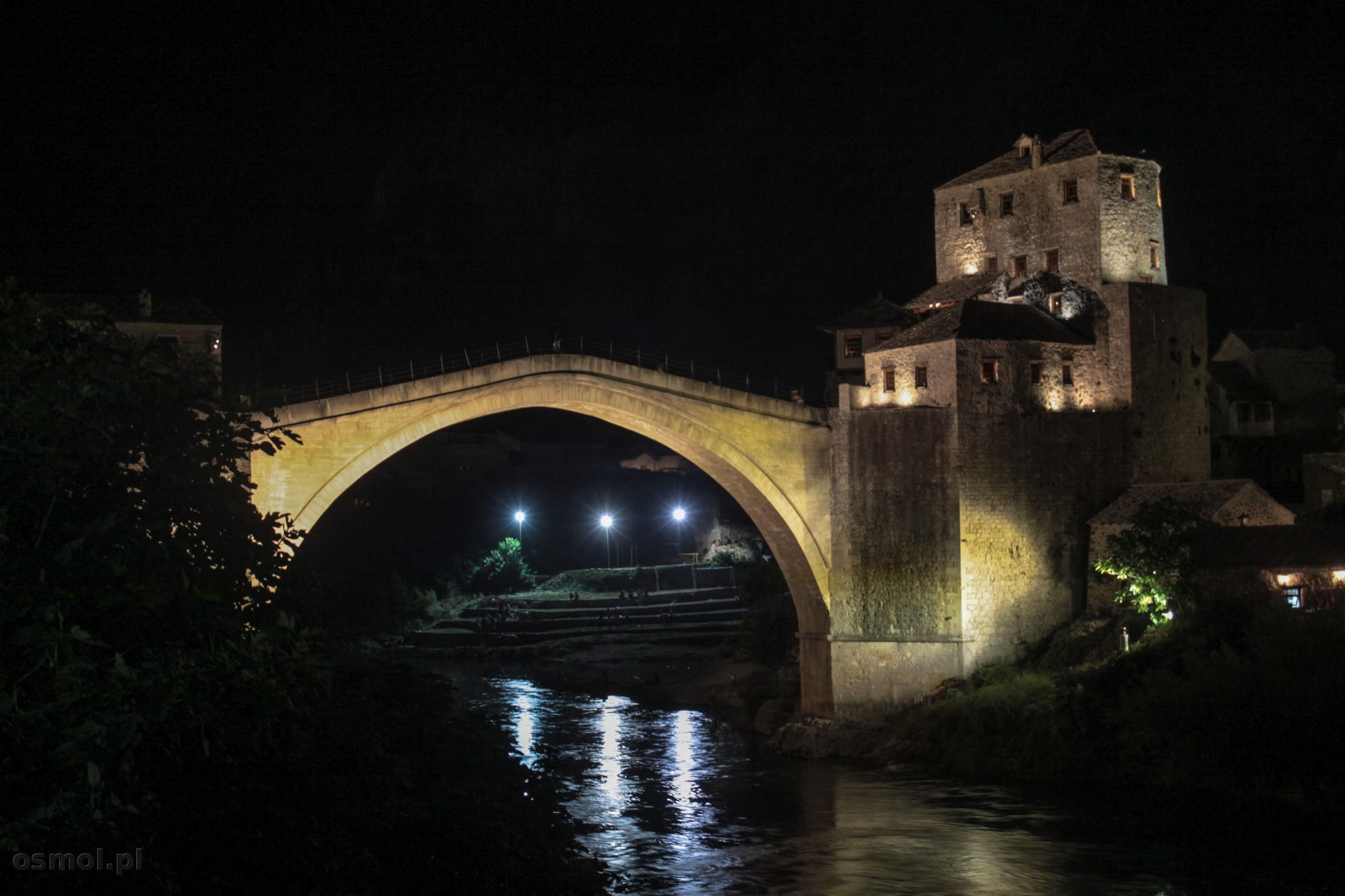 Stary Most w Mostarze nocą