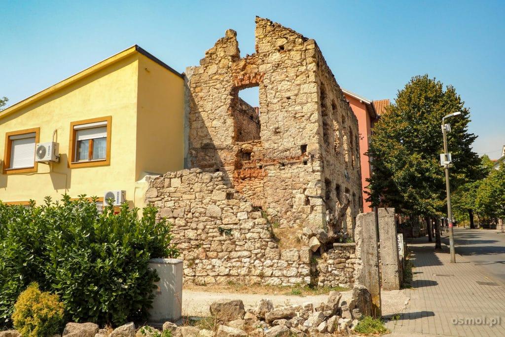 Spalony w wojnie dom Mostar