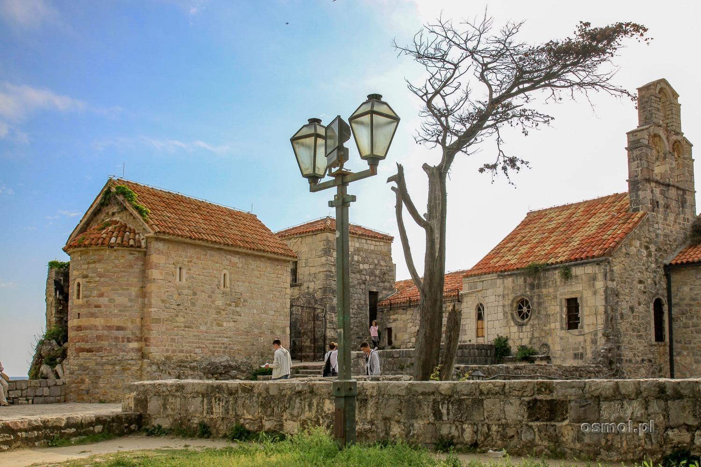 Stare miasto w Budvie - oaza spokoju pośród tętniącego imprezą miasta