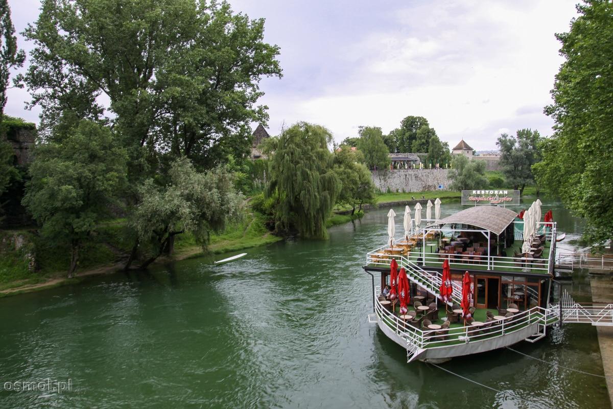 Na rzece Vrbas przepływającej przez Banja Lukę możemy znaleźć barki, na których coś zjemy i wypijemy