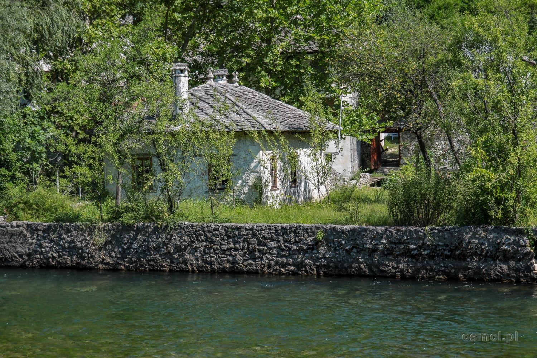 W Blagaj tuż za rzeką Buną w zobaczymy stare osmańskie domy kryte kamieniem.