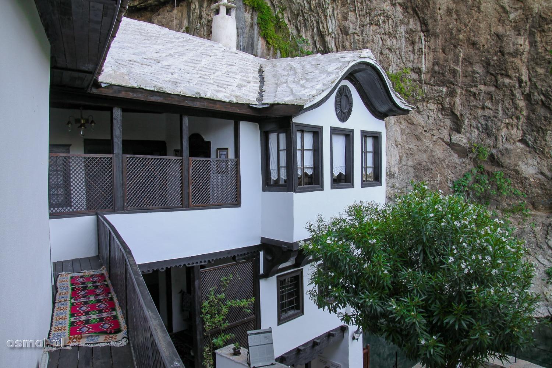 Klasztor w Blagaj pochodzi z XV wieku i co roku przyciąga dziesiątki tysięcy turystów z całego świata